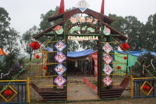 cổng trại hình con đò
