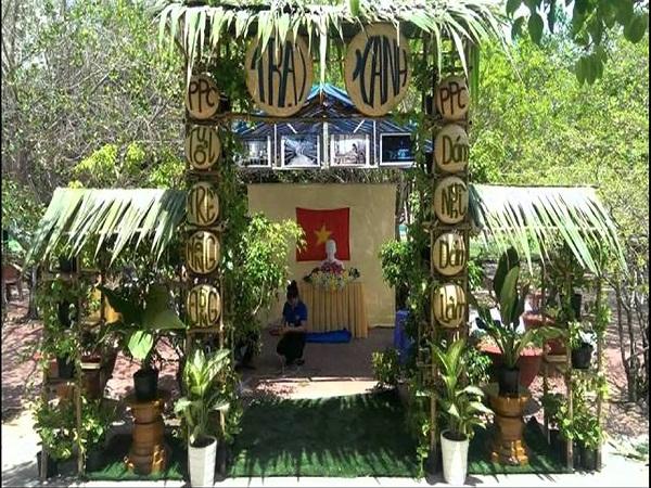 cổng trại lá dừa