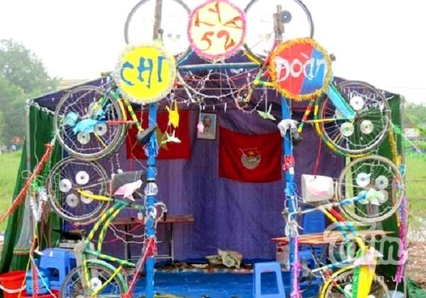 cổng trại xe đạp