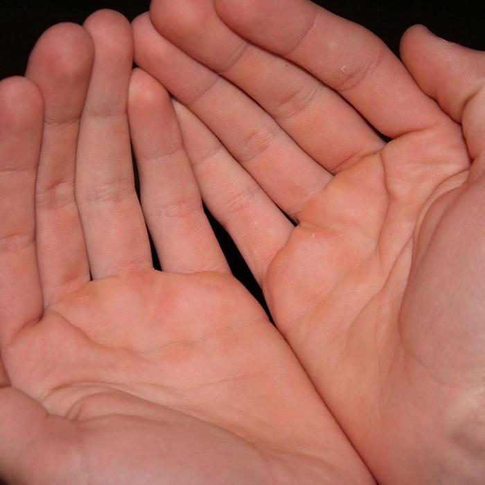 Lòng bàn tay hồng, da dẻ mượt mà