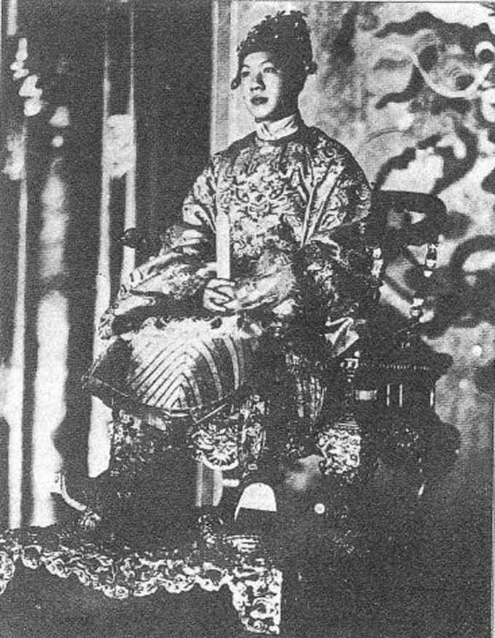 Vua bảo đại lên ngôi lúc 12 tuổi