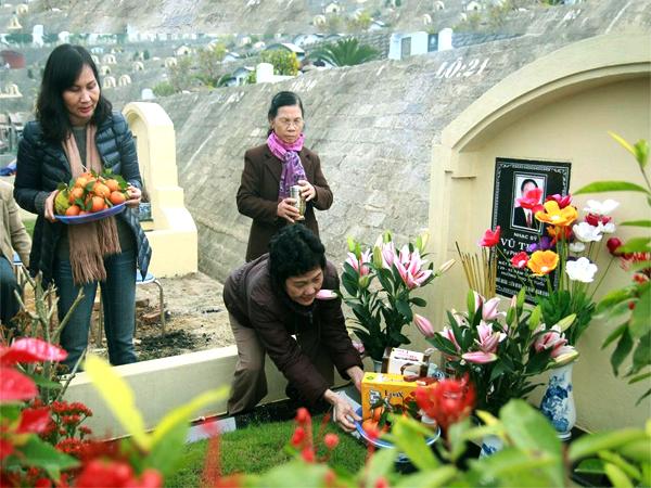 Lễ tạ mộ dịp cuối năm là dịp để con cháu hướng về cội nguồn, Ông bà - Tổ tiên