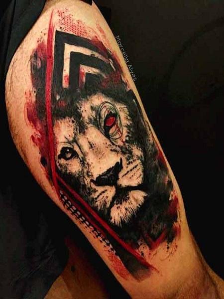 sư tử màu nước ở bắp chân