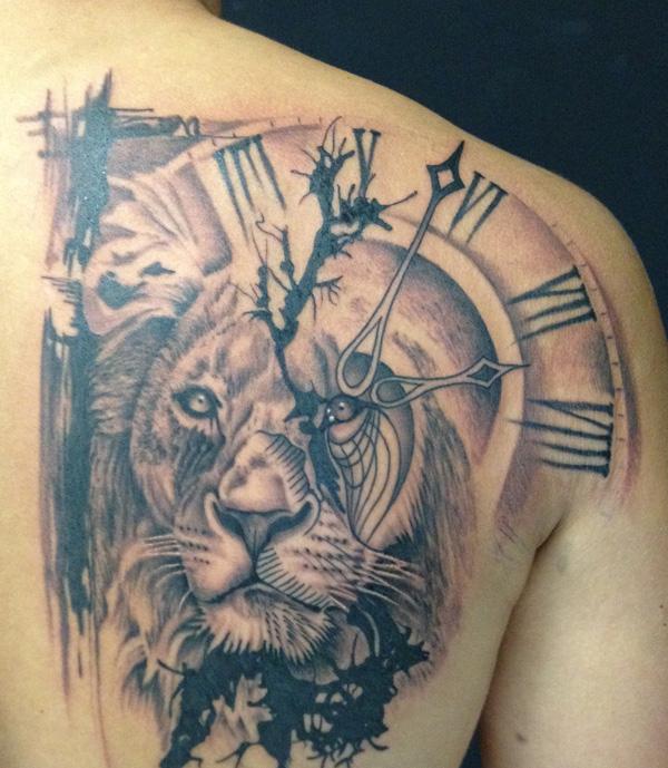 hình xăm đồng hồ và sư tử