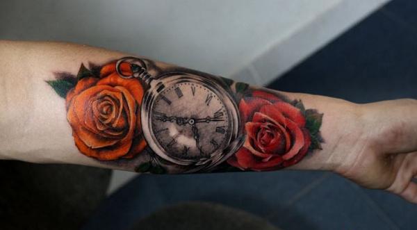 hình xăm hoa hồng và đồng hồ